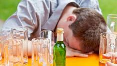 Alkoholvergiftung, Betrunken, Alkohol, Mann