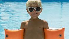 Junge, Sonnenbrille, Schwimmflügel