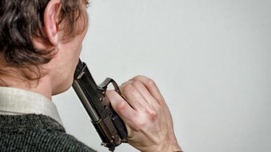 männer begehen häufiger suizid als frauen und in allen altersklassen