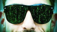 Mann mit grüner Brille