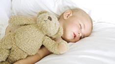 Babyschalf, Baby, Säugling, Schlaf, schlafen, Teddy