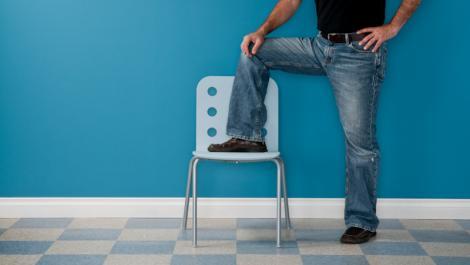 jeans, stehen, stuhl