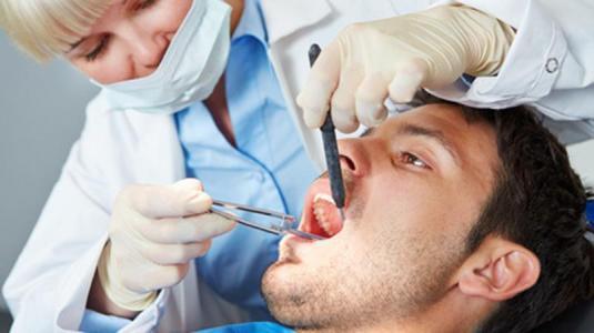 nach abschaffung der praxisgebühr gehen wieder mehr leute zum zahnarzt
