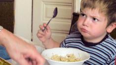 Kind, Übergewicht, Essen, Löffel