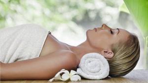 Frau bei Entspannungsübung