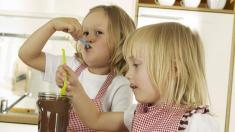 Kinderlebensmittel, Kinder, Naschen, Süßes, Schokolade, Nutella
