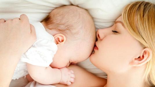 mutter mit säugling