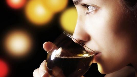moderater alkohol- und kaffeegenuss können die lebenserwartung von brustkrebspatientinnen steigern
